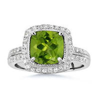Peridot Engagement Rings Make Love Vibrant