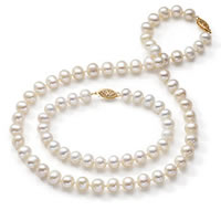 Pearl Jewelry Buying Guide: All About Pearls